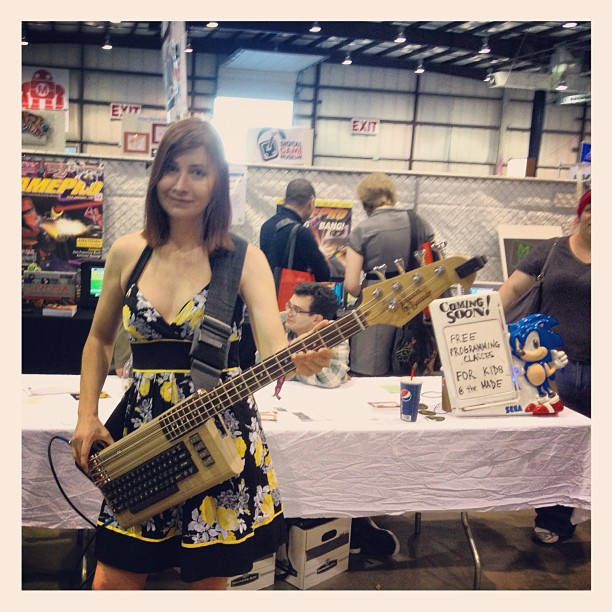 girl with c64 gitar